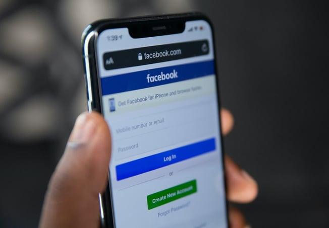 React Native mobile app examples - Facebook