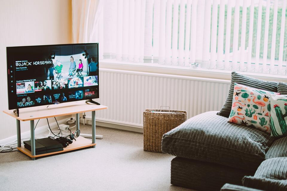 TV with Netflix using machine learning solutions on